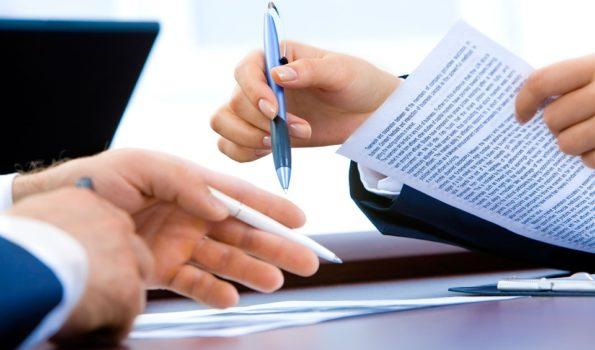 Czy urzędnik może odmówić osobie niewidomej pomocy w wypełnianiu dokumentów?