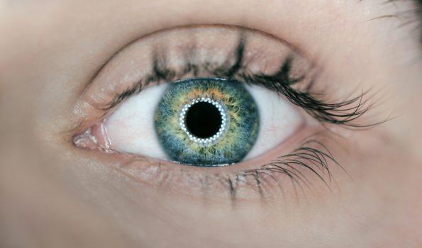 Zdjęcie oka w przybliżeniu