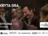 """Plakat filmowy. W lewym górnym rogu biały napis """"Ukryta gra"""", na dole - 19 stycznia, 16.00, bilet: 6 PLN. Na plakacie scena z filmu. W barze stoją: od lewej - odtwórca głównej roli, aktor Bill Pulman, na środku - Magdalena Boczarska, z prawej - Robert Więckiewicz."""