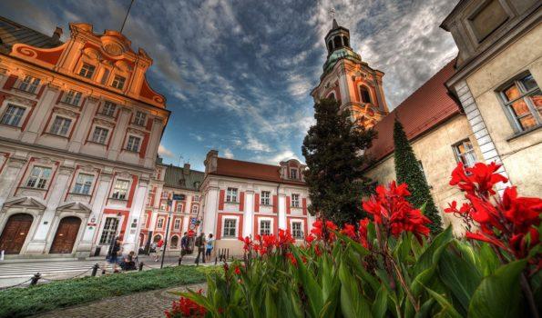 Zdjęcie przedstawiające budynek Urzędu Miasta Poznania.