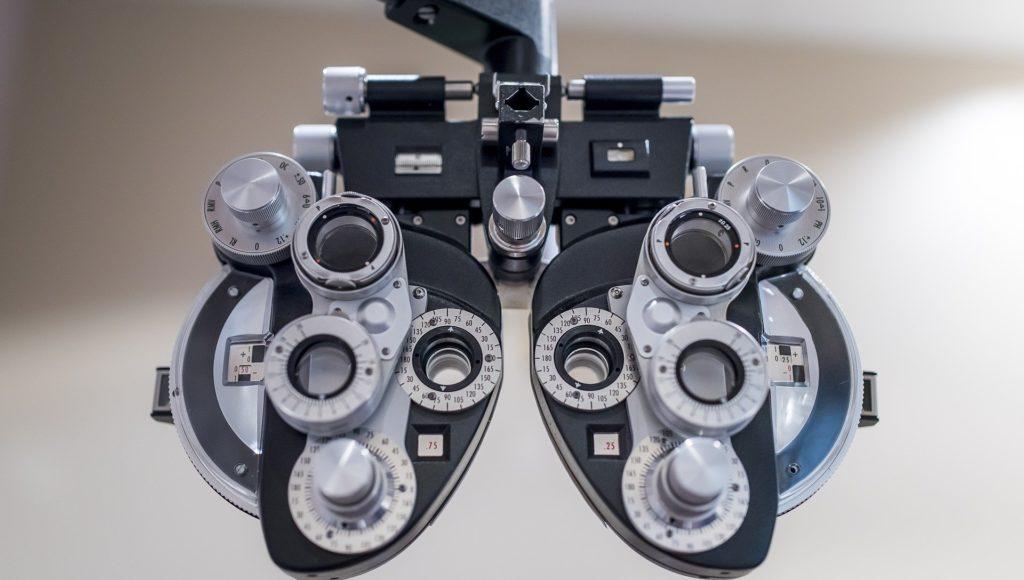 Przyrząd do badania optometrycznego.