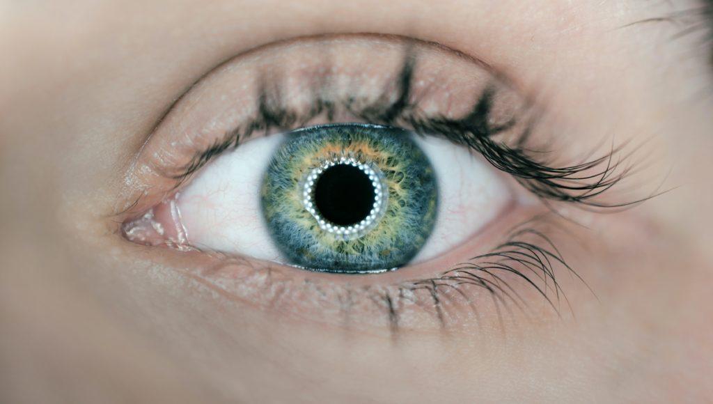 Zdjęcie oka ludzkiego.