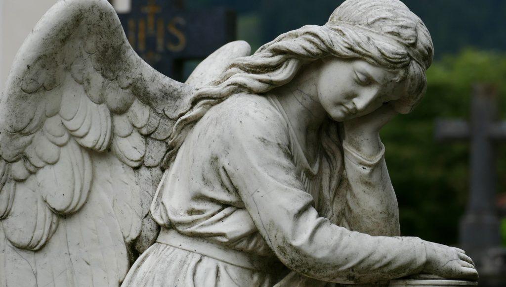 Cmentarny anioł. Figura nagrobna