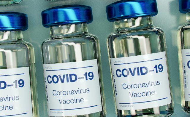 Ampułki ze szczepionką przeciw Covid-19