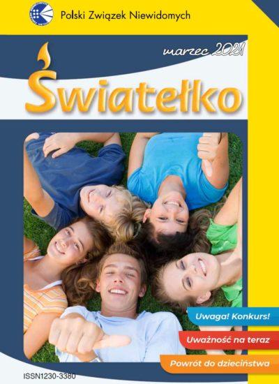 Okładka marcowego Światełka. Nastolatkowie - trzy dziewczyny i dwóch chłopców leżą w kręgu na zielonej trawie. Ich głowy stykają się ze sobą. Wszyscy są uśmiechnięci - dwie osoby podnoszą kciuk w górę. Cała okładka jest w żółto-granatowym kolorze. Znajdują się na niej również trzy kolorowe prostokątne paski z napisami: Uwaga! Konkurs! Uważność na teraz. Powrót do dzieciństwa