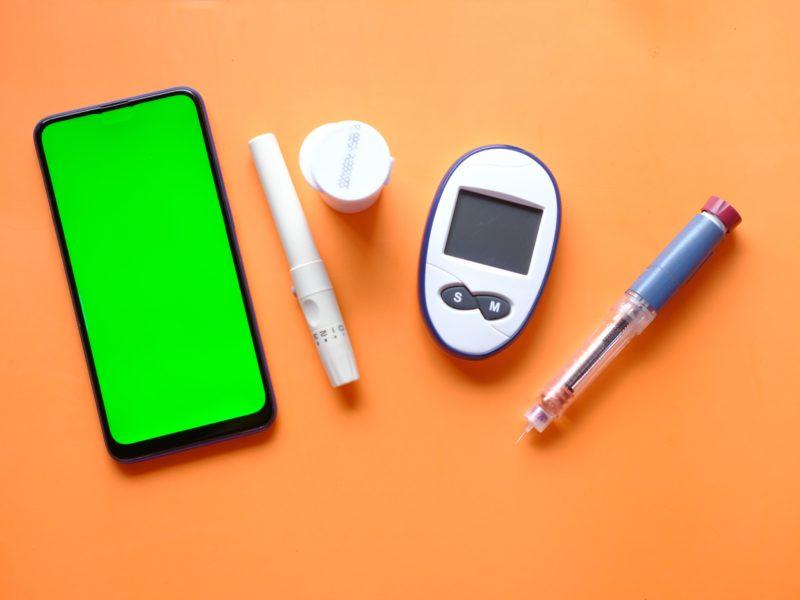 Pen i inne pomoce do mierzenia poziomu glukozy we krwi potrzebne dla diabetyków