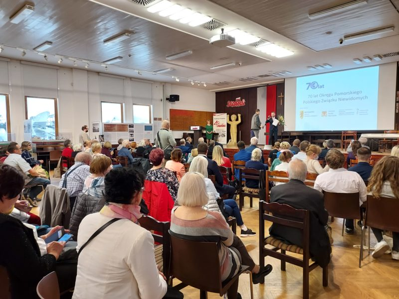 Zdjęcie z uroczystości w sali BHP Stoczni Gdańskiej 1