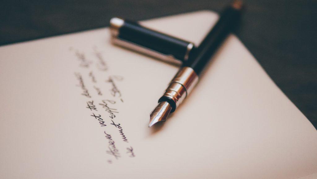 List a na nim położone wieczne pióro